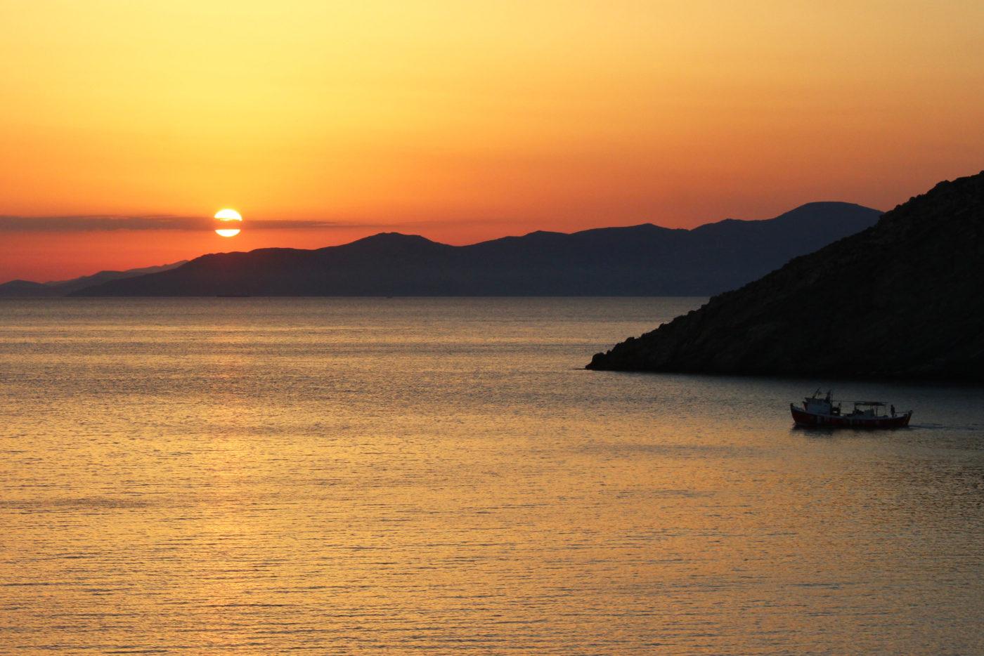 Grecia Cicladi Andros tramonto