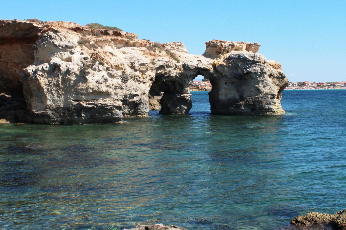 Sardegna Da Alghero ad Oristano scogliera s'arena scoada