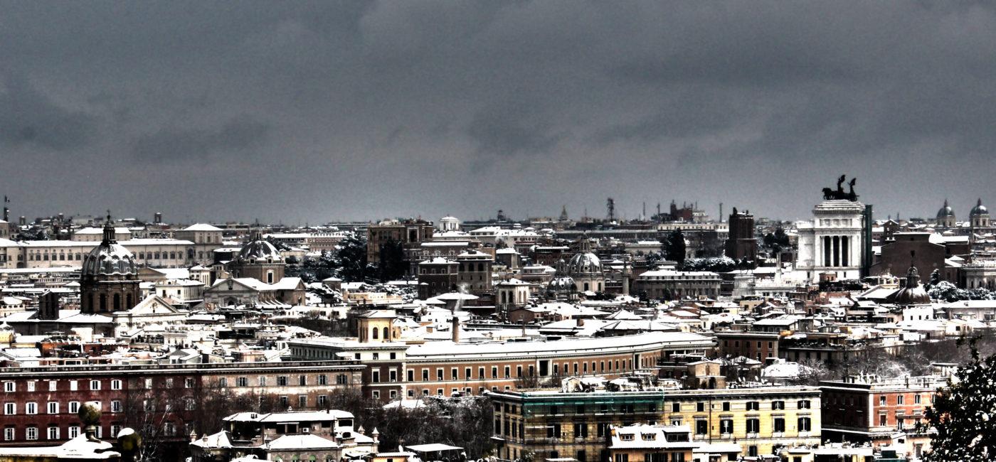 Il centro di Roma con la neve 2010 vista dei tetti dal gianicolo